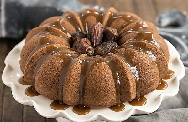 How to make date cake with cinnamon