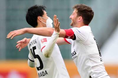 """Video Wolfsburg 1-2 Frankfurt: """"Cửa dưới"""" gây sốc, người hùng Nhật Bản"""