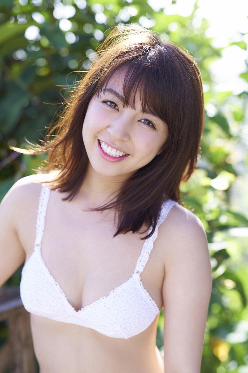 Nao Kanzaki and a few friends: Yurina Yanagi: 2018 Magazine scans #2....  plus an early Happy 24th Birthday!!!!