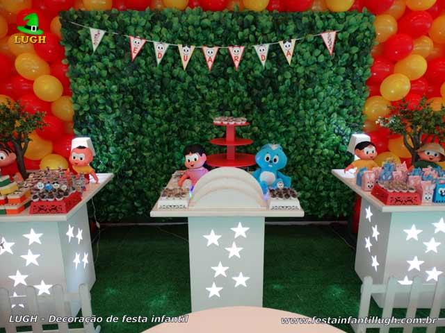 Mesa decorada para o bolo com a Turma da Mônica - Festa de aniversário infantil