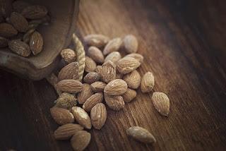 الأطعمة التي تبني العضلات - اللوز
