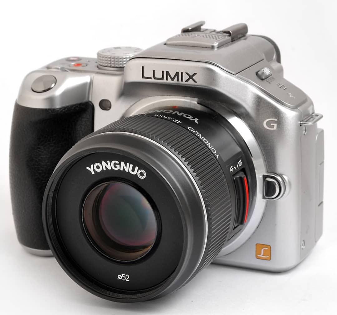 Объектив Yongnuo 42.5mm f/1.7 с камерой Panasonic Lumix G5