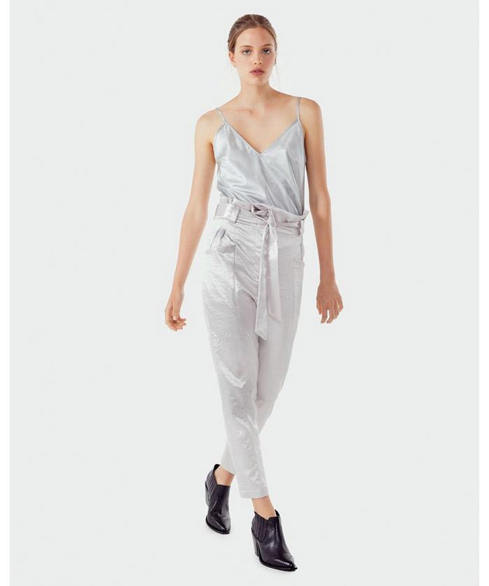 Pantalones metalizados amplios con lazo en cintura otoño invierno 2020.