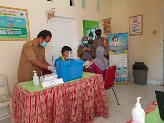 Polsek Belawa Polres Wajo Melakukan Pengamanan Vaksinasi di Puskesmas