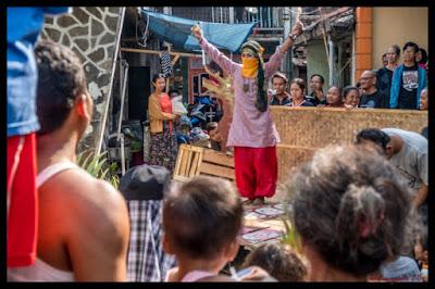 Pertunjukan Tari Saat Tradisi Gabyuran Semarang