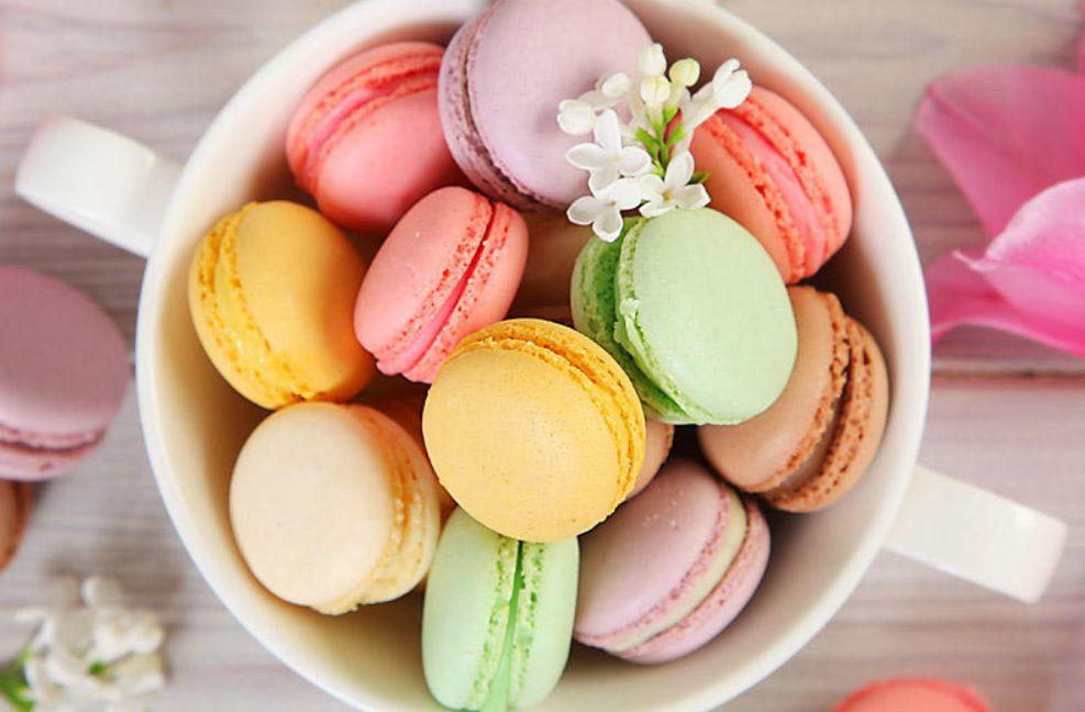 """من ألذ الحلويات الفرنسية """"الماكرون"""" وبعشر دقائق"""