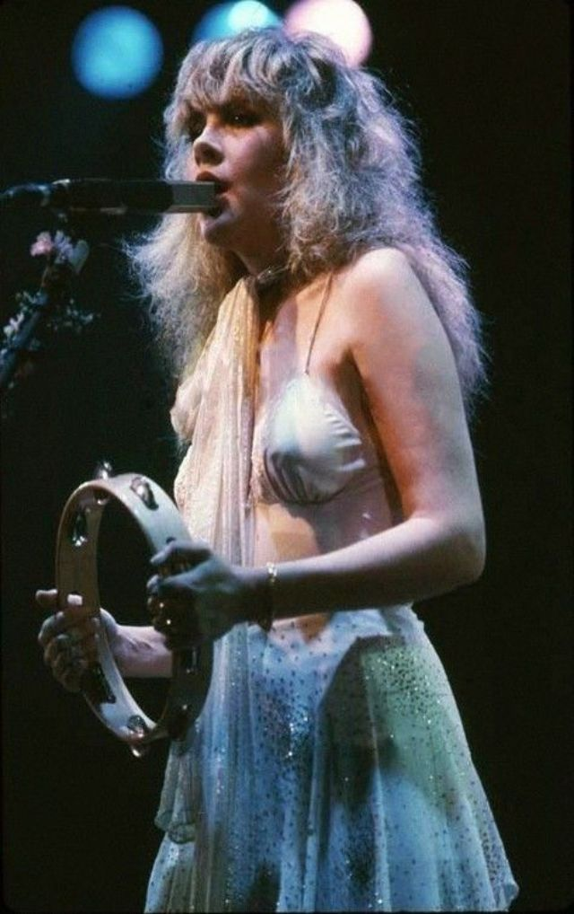40 Candid Color Photographs Capture a Young and Beautiful Stevie Nicks on Stage in the 1970s and