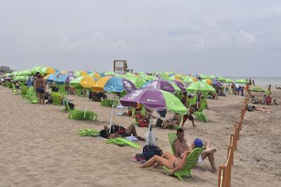Brindará reposeras y sombrillas gratis a los turistas en Necochea