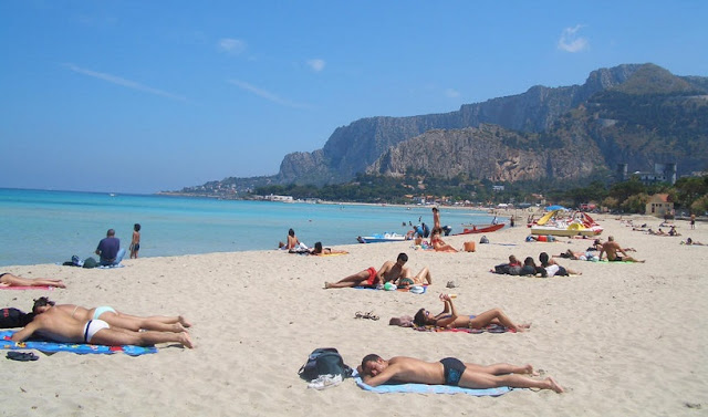 Praia de Sferracavallo em Palermo