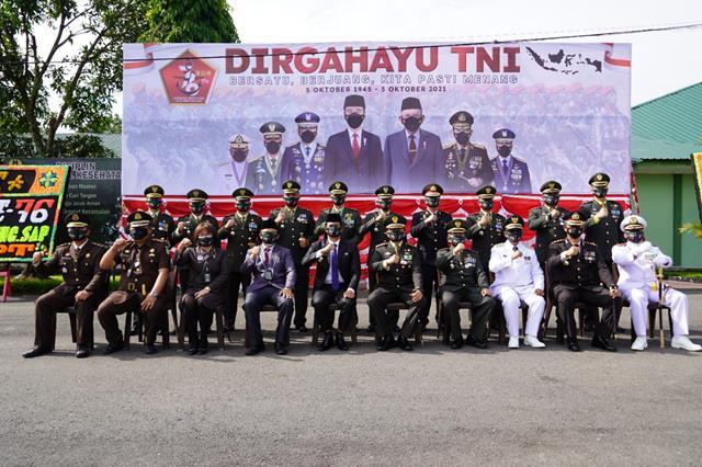 Dandim 0207/Simalungun Turut Mengikuti Upacara HUT TNI Ke-76 Tahun 2021 Secara Virtual Di Makorem 022/PT