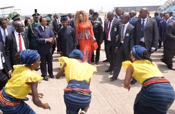 Pres. Buhari & wife, Aisha , Osinbajo and his wife welcome the arrival of Cameroonian President Paul Biya and his wife Chantel