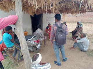 प्राथमिक स्वास्थ्य केन्द्र बरेलीपार में लगा रहता है ताला