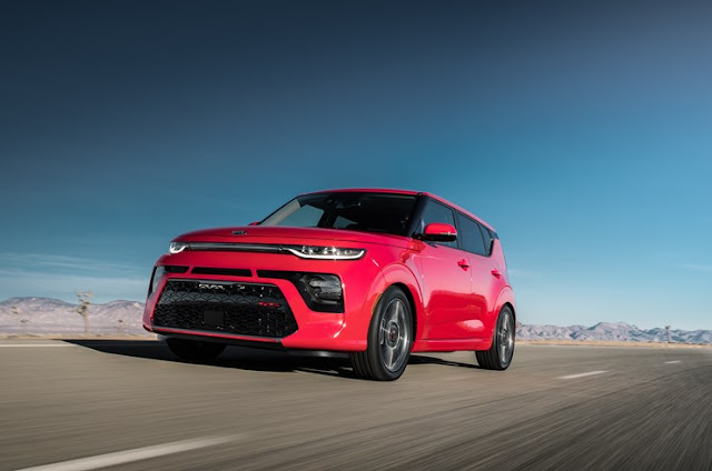 Front 3/4 view of 2020 Kia Soul GT-Line 1.6 Turbo