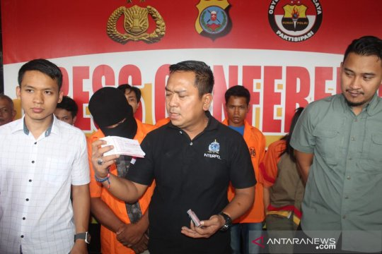 Kapolres Asahan AKBP Faisal Napitupulu memberikan keterangan pers.