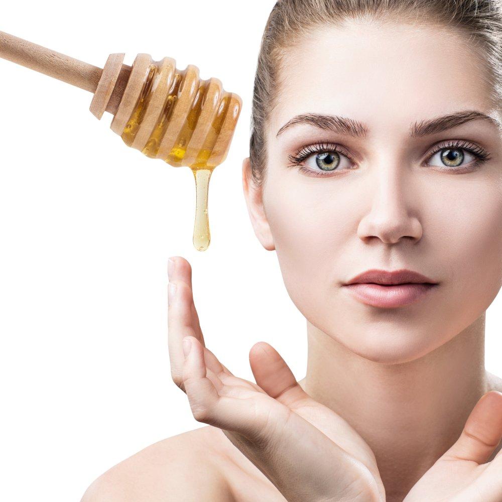 9 استخدامات و فوائد العسل للوجه سوف تعيد للبشرة نضارتها الطبيعية