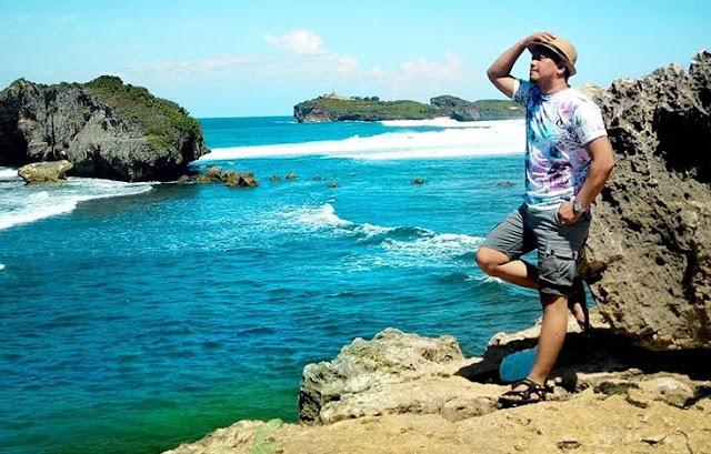 batu-karang-pantai-sundak