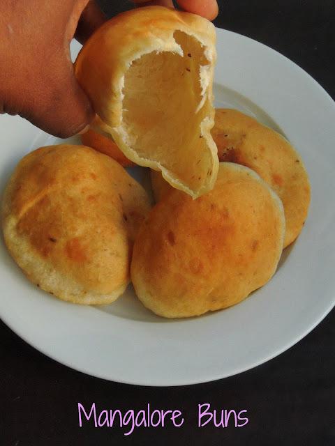Mangalore Buns, Banana Pooris