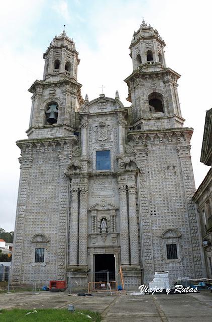 Fachada de la iglesia de Santa María de Sobrado