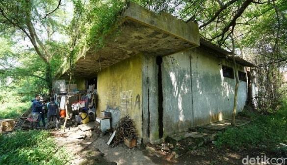 Kisah Miris Keluarga di Solo 5 Tahun Tinggal di Bekas Gudang Es, Tak Layak Huni dan Angker