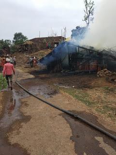 घर मे अचानक लगी आग गृहस्थी का सामान जलकर खाक