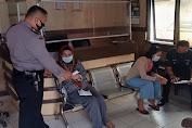 Kasie Humas dan Ka SPKT Polsek Pandeglang Menjelaskan Tentang Pelayanan Surat Kehilangan Terhadap Masyarakat