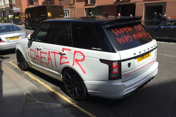 scorned lover writes all over range rover outside harrods uk