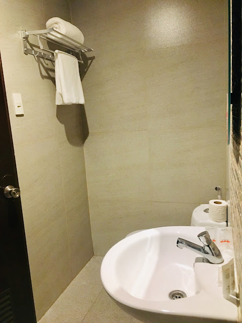 OYO 121 Nakpil Hotel Review- Malate, Manila Philippines
