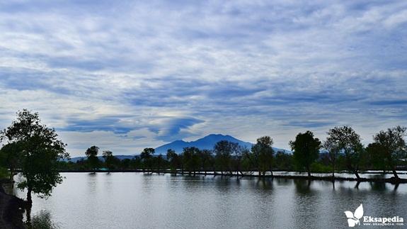 Fenomena Awan Lenticular Clouds Di Dekat Gunung Ungaran