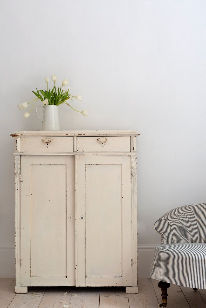 25 of the most beautiful pieces of farmhouse and vintage decor for your woods and whites design aesthetic