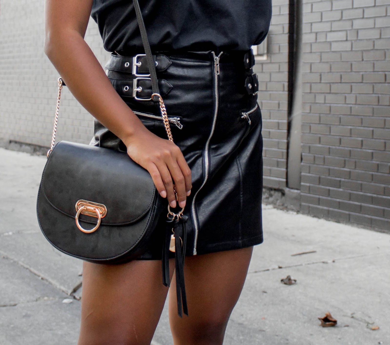 leather-skirt-casual-outfit
