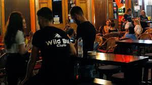 Κορωνοϊός:Σε αυτές τις περιοχές τα μπαρ και τα εστιατόρια θα κλείνουν στις 12 το βράδυ