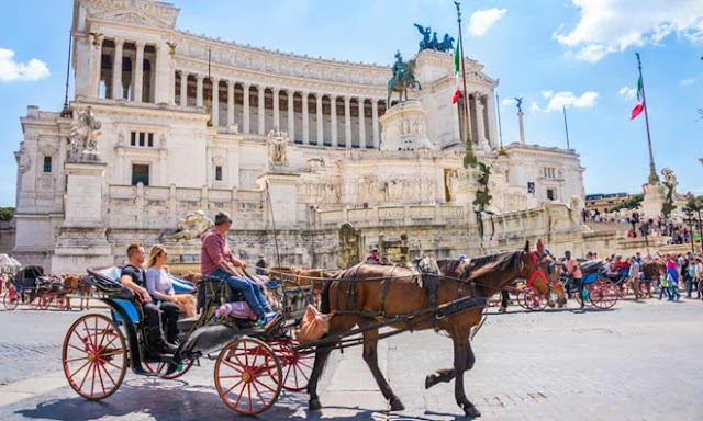 Proposal to ban tourist cars in Rome after horses collapsed on the street