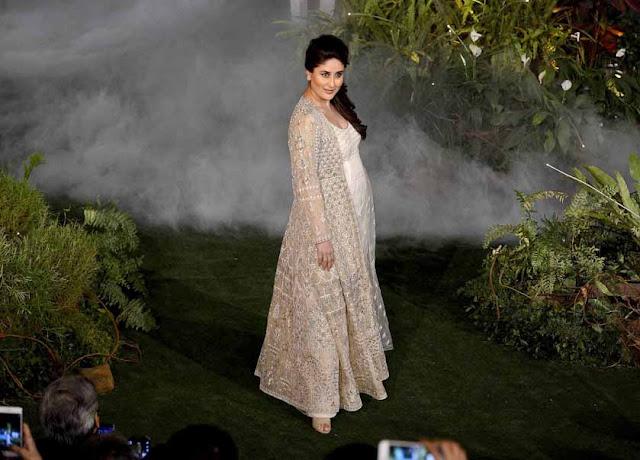 Kareen Kapoor Khan Photos at Lakme Fashion Week 2017