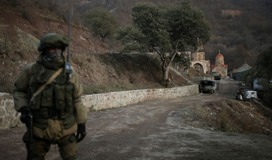 Guardian για Ναγκόρνο Καραμπάχ: Αζέροι φέρονται να αποκεφάλισαν ηλικιωμένους Αρμένιους