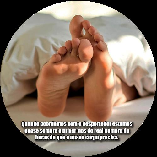 Quando acordamos com o despertador estamos quase sempre a privar-nos do real número de horas de que o nosso corpo precisa.