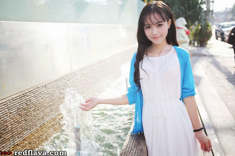 Toro Yu Zhu Costumes Outdoor Selfies Photos