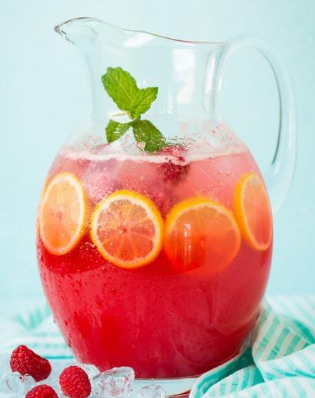Sparkling Raspberry Lemonade #lemonade #raspberry #drink #water #party