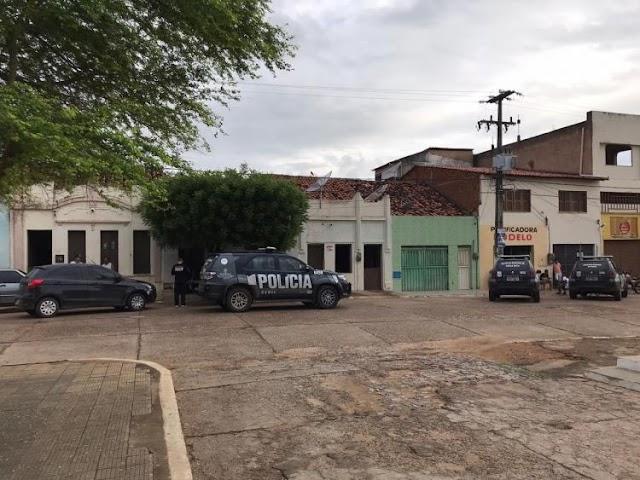 Polícia cumpre mandados em investigação sobre a morte do prefeito de Granjeiro, no interior do Ceará