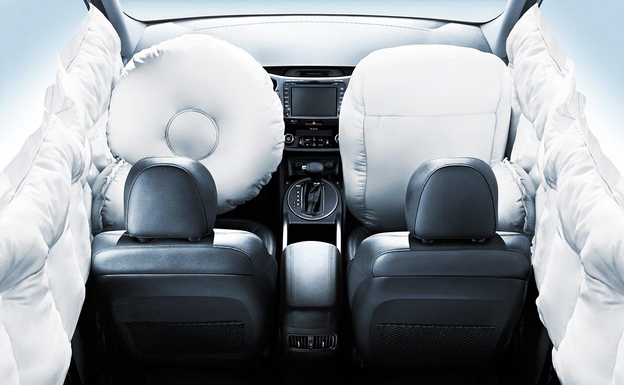 Xe được trang bị hệ thống túi khí xung quanh, tiếc là không có túi khí chân