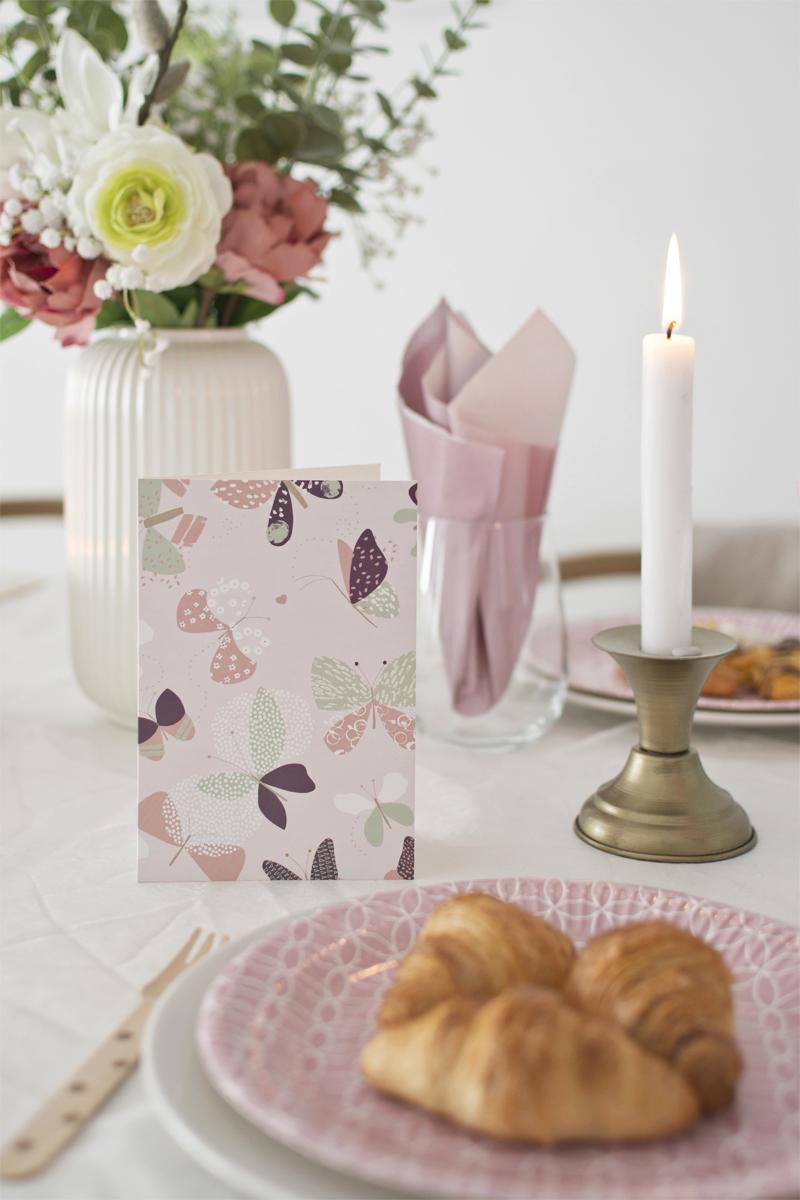 Mesa de cumpleaños primaveral en tonos pastel / Spring birthday table in pastel tones