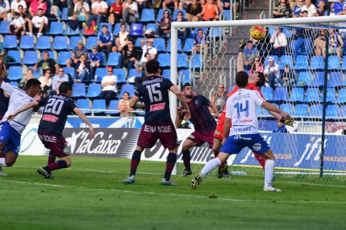 El Tenerife y el Huesca juegan en el Heliodoro sin margen de error