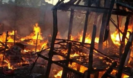 Kebakaran Di Tile-Tile, Selayar, 6 Buah Rumah Dilalap Api