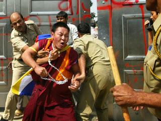 Risultati immagini per persecuzione monaci buddisti