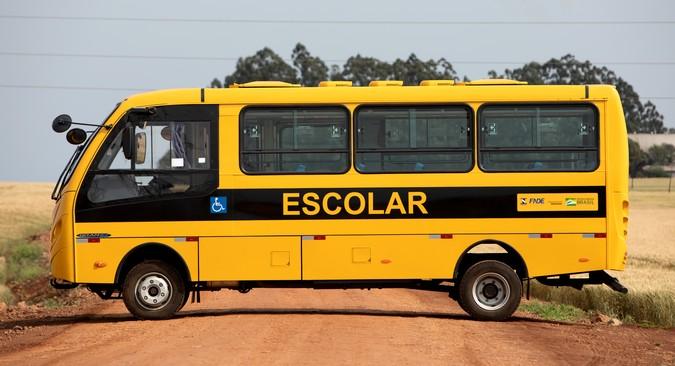 Mercedes-Benz fornecerá 2.600 ônibus para o programa Caminho da Escola