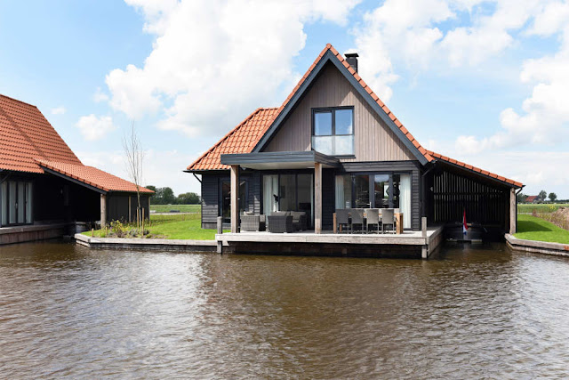 Ferienhaus am Wasser in Holland mit Boot
