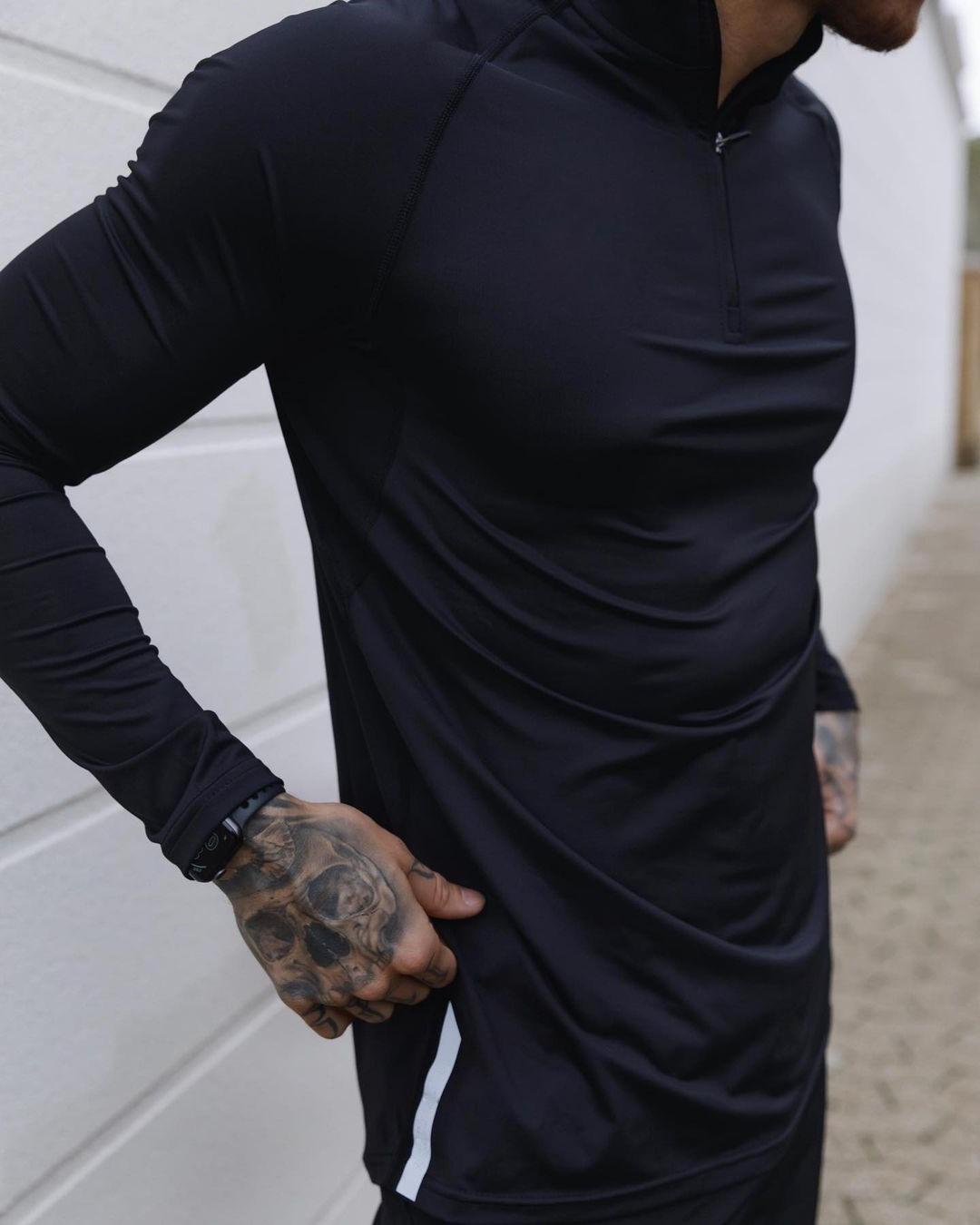 sexy-fit-daddy-kori-sampson-dark-muscle-shirt