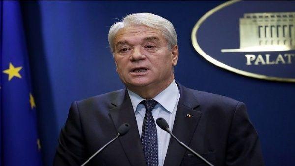 Dimite ministro de Rumanía tras asesinatos de adolescentes
