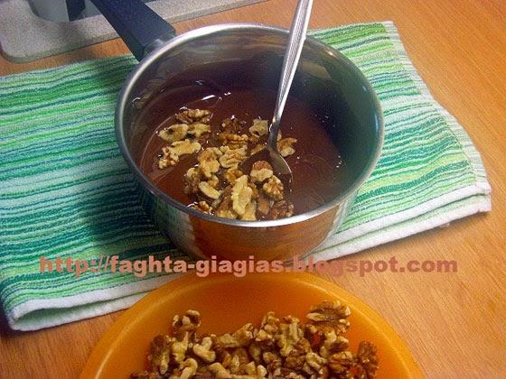 Σοκολατάκια με καρύδι, μόνο με τρία υλικά - από «Τα φαγητά της γιαγιάς»