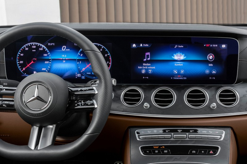 Mercedes E-Class Facelifted 2021: tiếp tục lộ diện nội thất