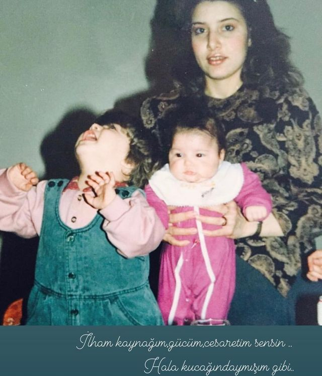 "Hande Erçel shares a never before seen image from her childhood to congratulate her mother: ""You are my inspiration""."